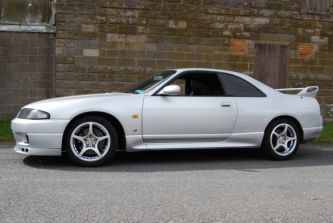 1995_Nissan_Skyline_R33_GTR_Side