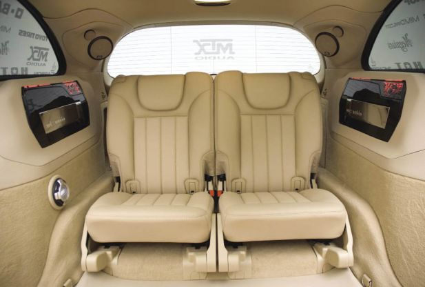 shot-caller-joe-maynard-2007-mercedes-benz-r550-car-audio-mtx