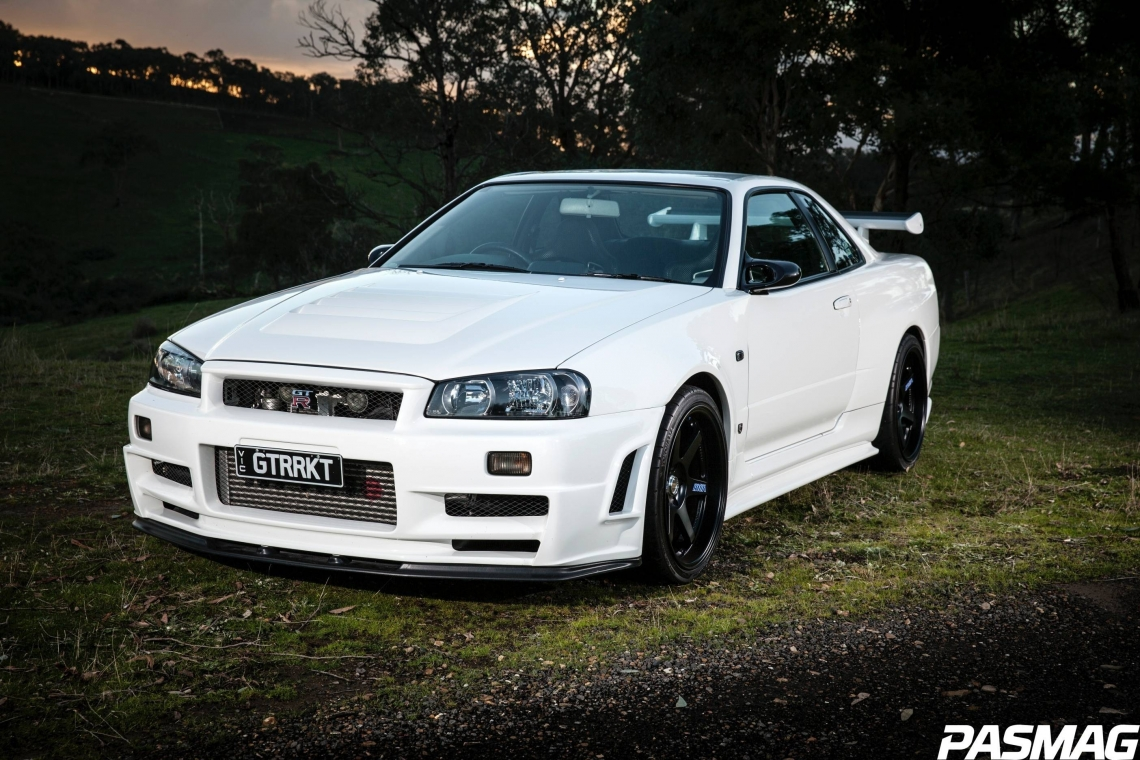 Dream Weaver: Chris Neumann's 2002 Nissan Skyline R34 GT-R V-Spec II Nur